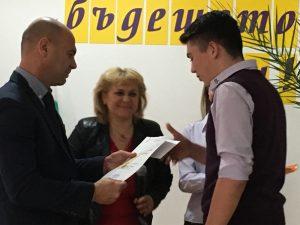 """СОУ """"Черноризец Храбър"""" със стипендии за отличниците"""