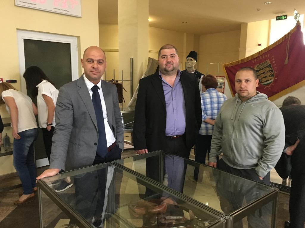 """Изложба за 140 години от Априлското въстание откриха в кметството в """"Тракия"""""""