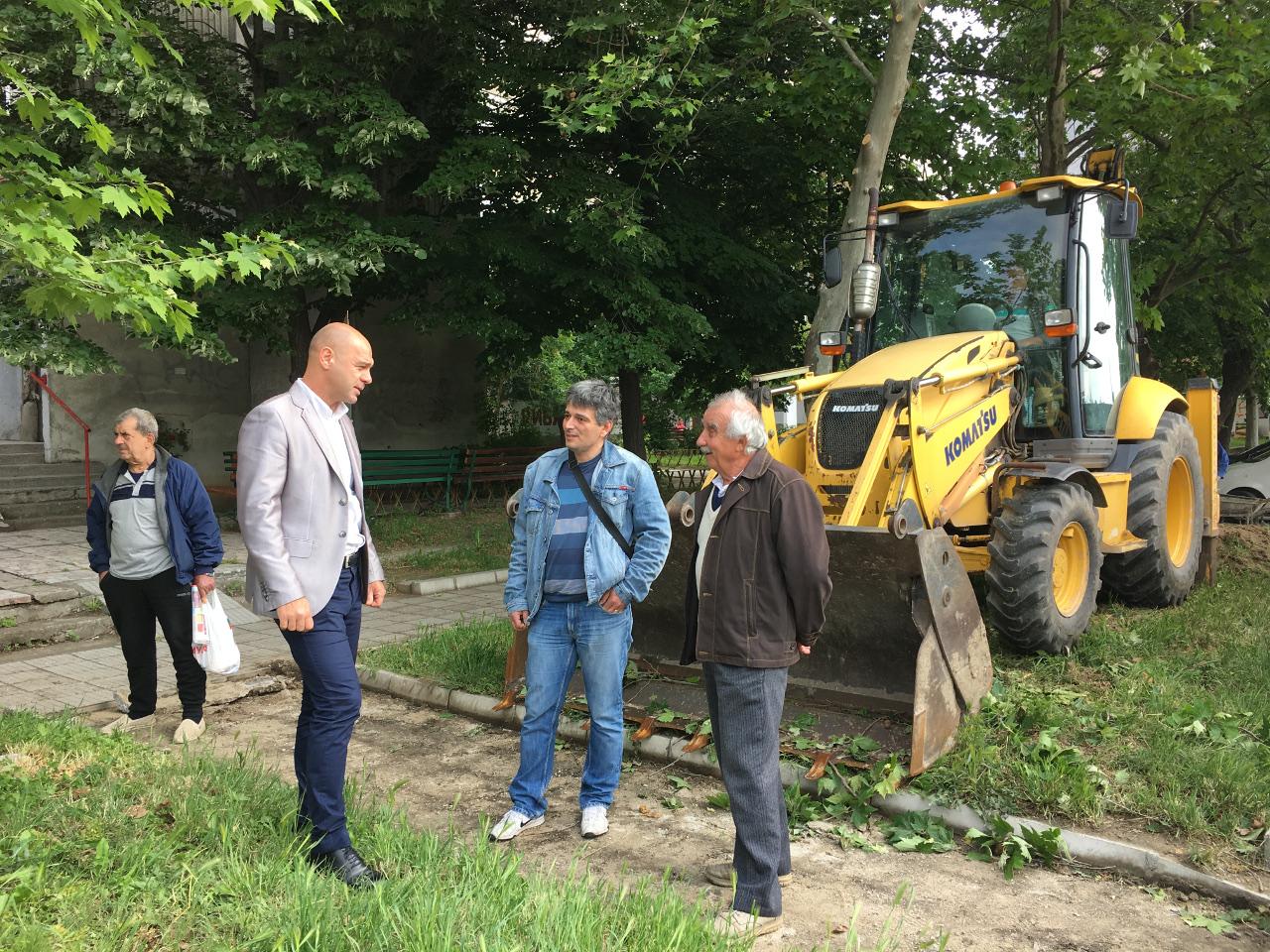 """Костадин Димитров разговаря с жители за благоустрояването на """"Тракия"""""""