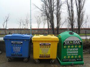 Запалване на контейнери за разделно събиране на отпадъци