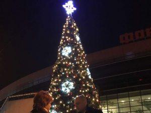 """Коледната елха в """"Тракия"""" грейна под звуците на българските народни танци"""