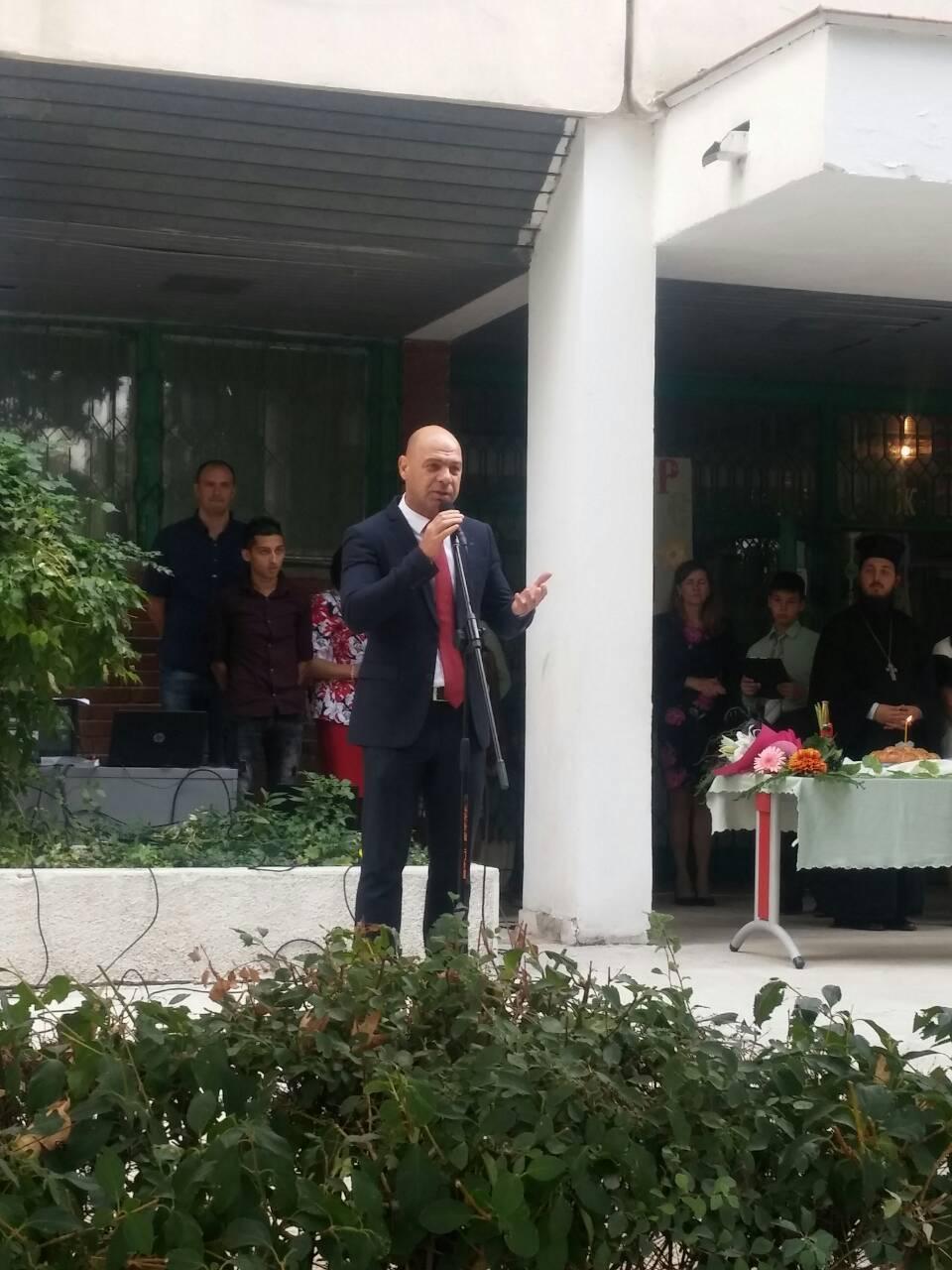 """Кметът на """"Тракия"""" Костадин Димитров поздрави ученици и учители в района"""