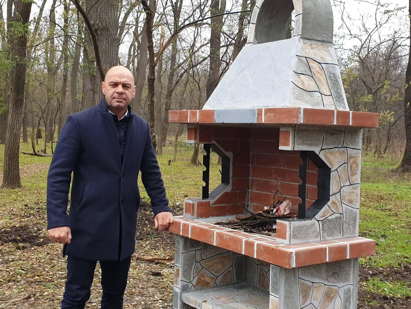 """Нови барбекюта замениха разрушеното при вандалски акт в """"Лаута"""""""