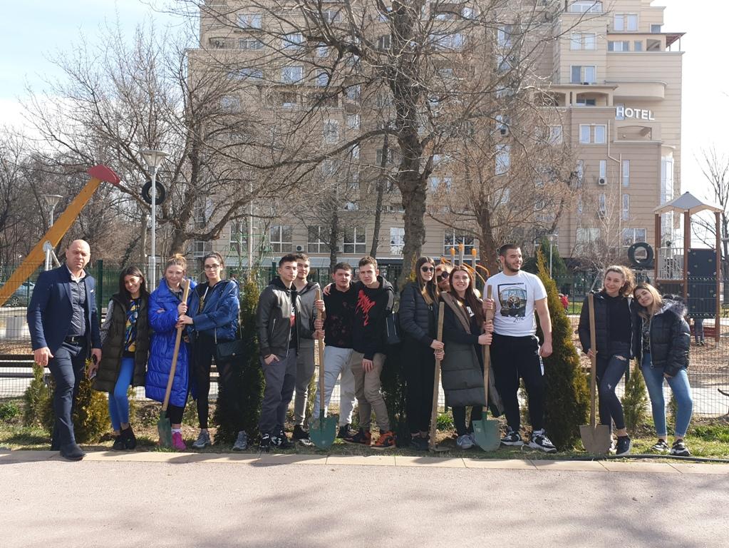 """Костадин Димитров подкрепи екопроект на ученици от """"Класик"""""""