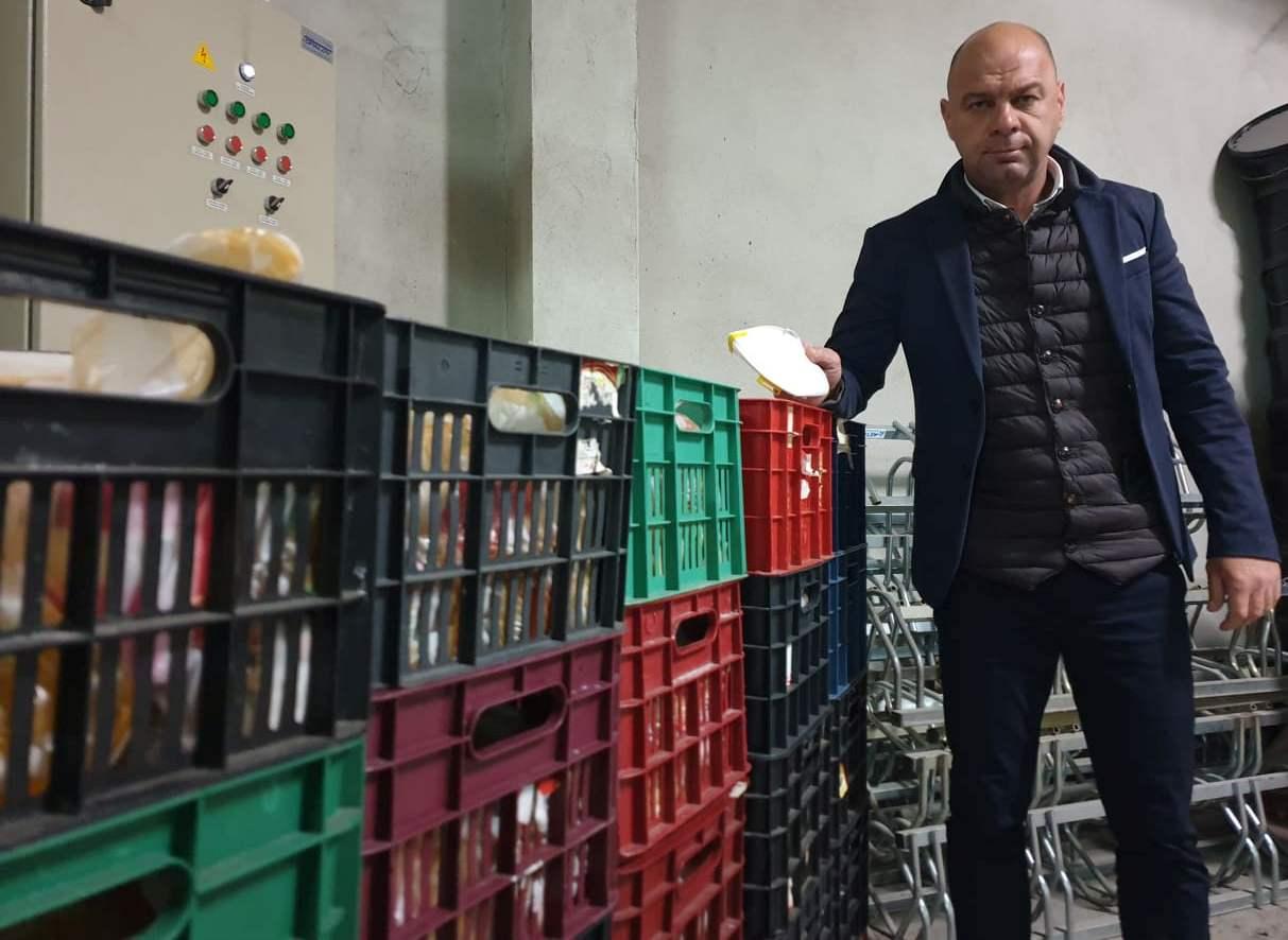 """Пакети с храни даряват на болни и възрастни жители на """"Тракия"""""""