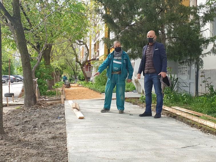 """В """"Тракия"""" започна изграждането на тротоари и паркоместа"""