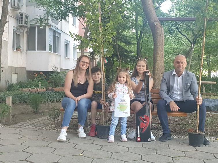 """Зелен оазис пред блок в """"Тракия"""" получи отличие в конкурса """"Цветен кът"""""""