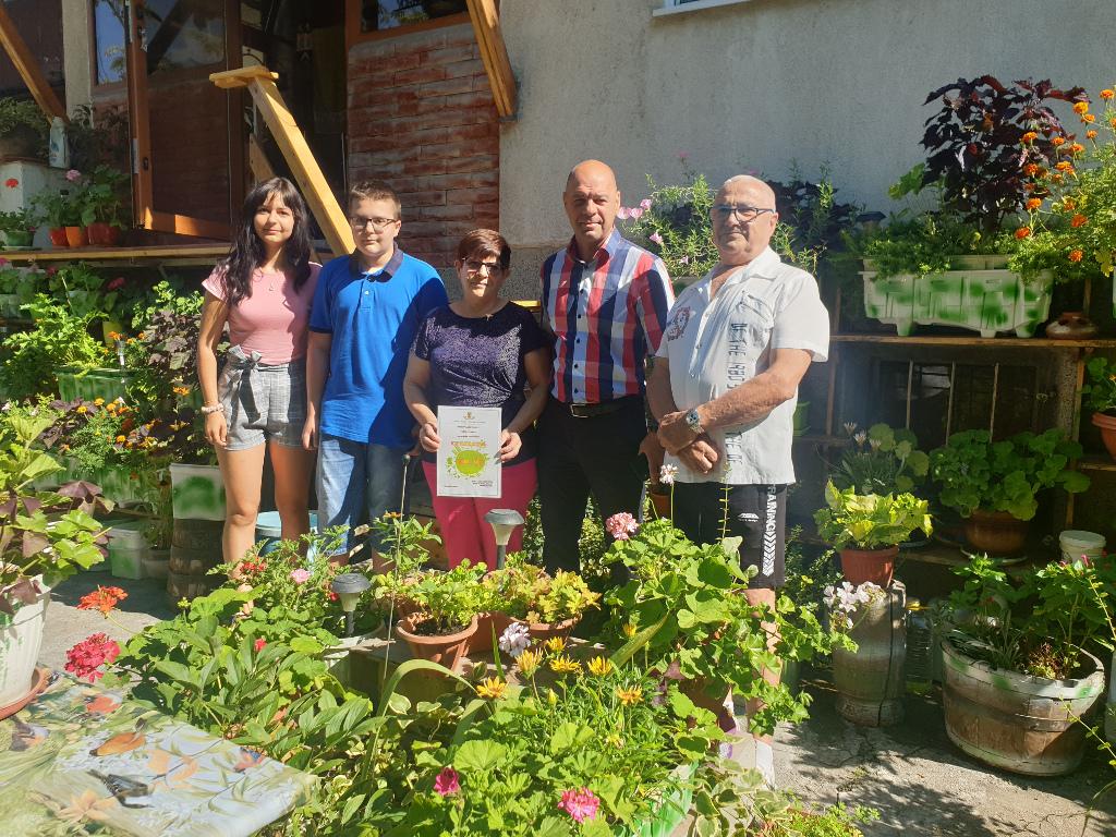 """В """"Тракия"""" обявиха победителите в конкурса """"Цветен кът"""" през юли"""