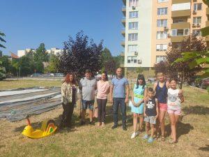 """Нова """"Стъпка в повече"""" в """"Тракия"""": Изграждат детска площадка"""