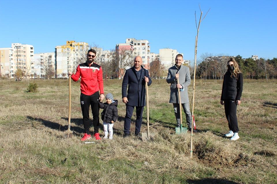 Спортното семейство на Локомотив засади 60 дръвчета в Тракия