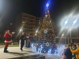 """Костадин Димитров символично запали светлините на елхата в """"Тракия"""""""