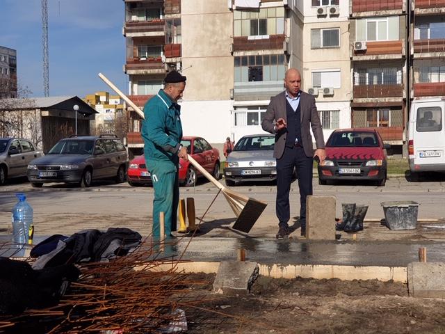 """Строителната програма 2021 в """"Тракия"""" започна с нови тротоари"""