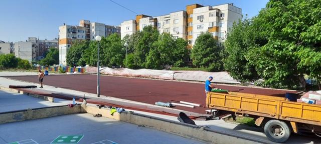 Обновяват спортна площадка в тракийско училище